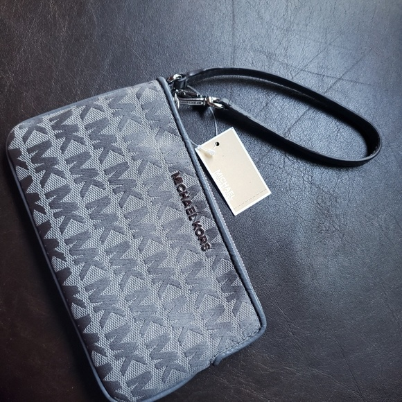 MICHAEL Michael Kors Handbags - NWT Michael Kors wristlet